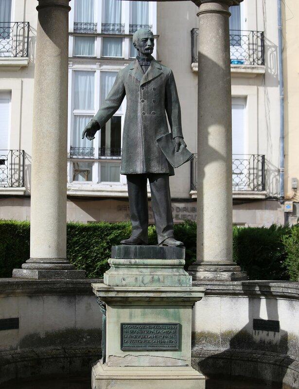 Vitoria-Gasteiz. Monument to MATEO Benito de Moraza (Mateo Benigno de Moraza)