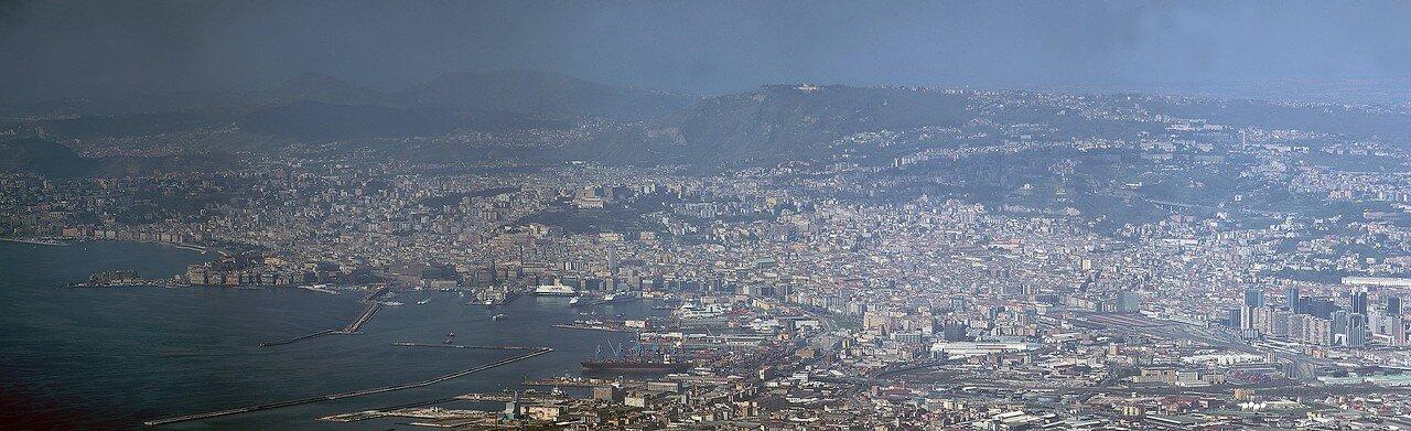Вид на Неаполь с вершины Везувия