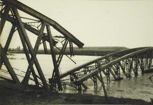 Мост через Днестр,разрушенный австрийцами при отступлении.