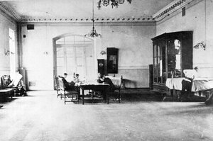 Читальный зал библиотеки института.