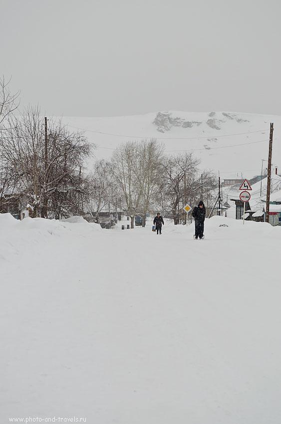Фотография 8. Деревенская улица зимой. При съемке использованы следующие настройки: 1/640 сек, 0 eV, приоритет диафрагмы, f/5.6, 55 мм, 160.