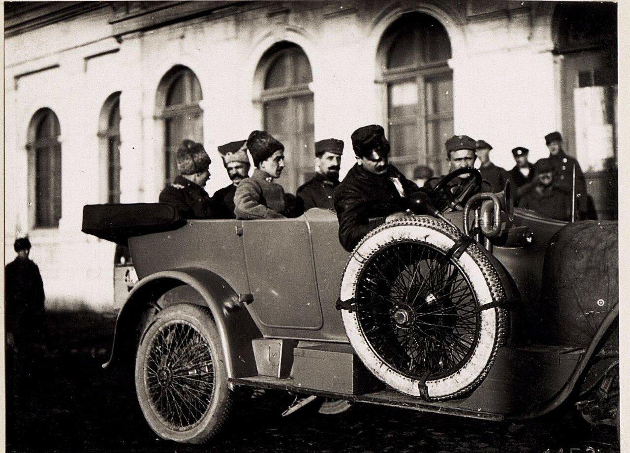 Украинские офицеры на станции(1918.)