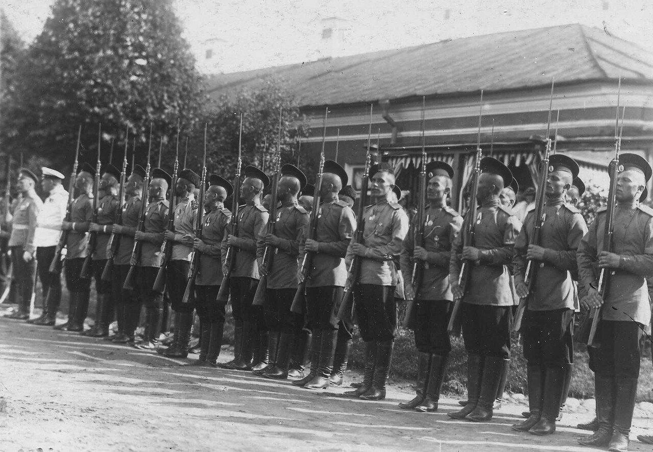 68. Почетный караул, выстроенный для встречи Р.Пуанкаре