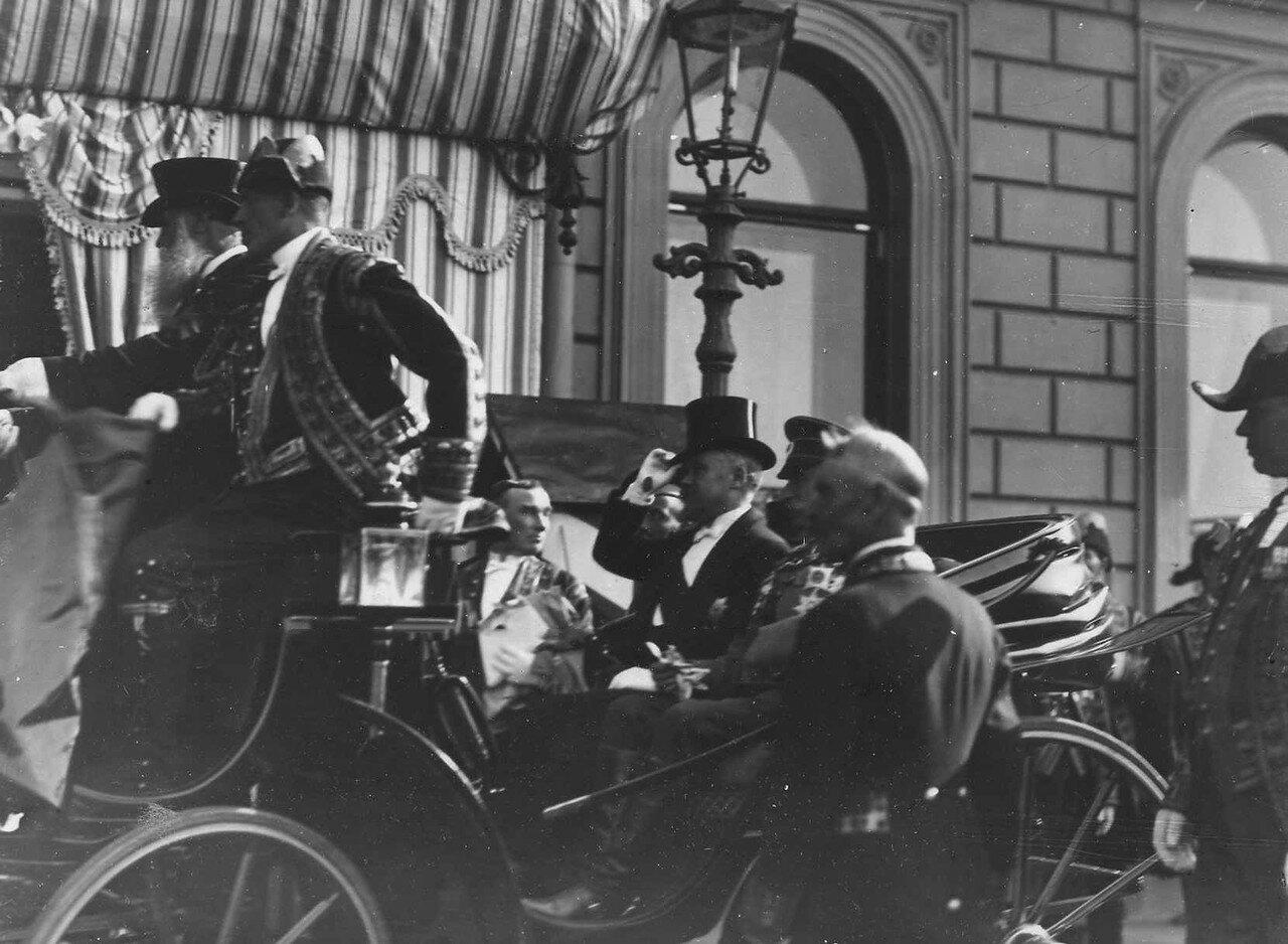 110. Р.Пуанкаре и великий князь Георгий Михайлович в экипаже у Французского посольства