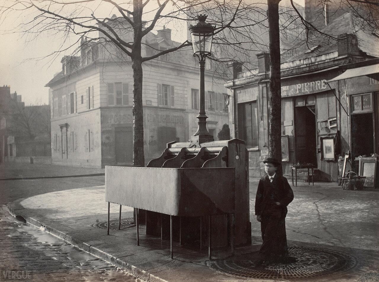 1875. Трехместный писсуар