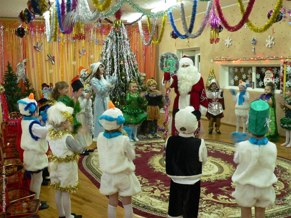В Магадане проходят детские новогодние утренники!