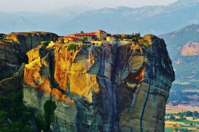 Волшебные монастыри Метеоры в греческой Фессалии