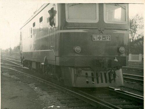 Электровоз ЧС3-12 в локомотивном депо Петропавловск, 1960-е.jpg