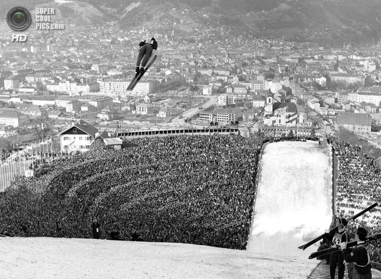 Австрия. Инсбрук, Тироль. 9 февраля 1964 года. На соревнованиях по прыжкам с трамплина. Интересно, ч