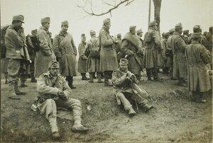 Пленные австрийские солдаты на привале.