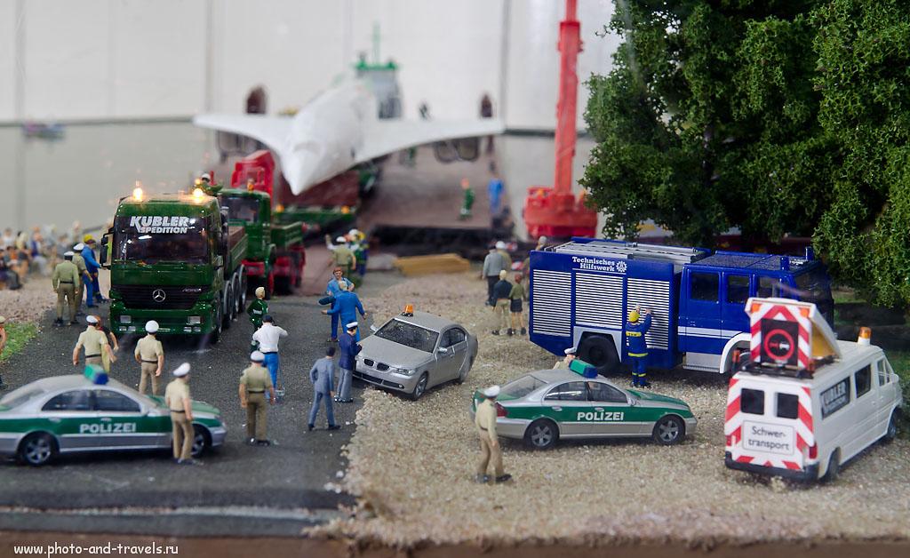 """23. По воспоминаниям одного из руководителей, организовавших транспортировку Конкорда: """"На всех мостах, вдоль всех дорог стояли толпы народу. Казалось, вся Германия вышла провожать в последний путь легендарный лайнер""""."""