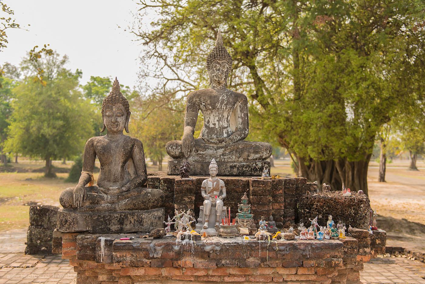 Снимок 22. Статуи Будды у храма Wat Phra Phai Luang (Ват Пхра Пхай Луанг). Что интересного можно посмотреть в Таиланде.