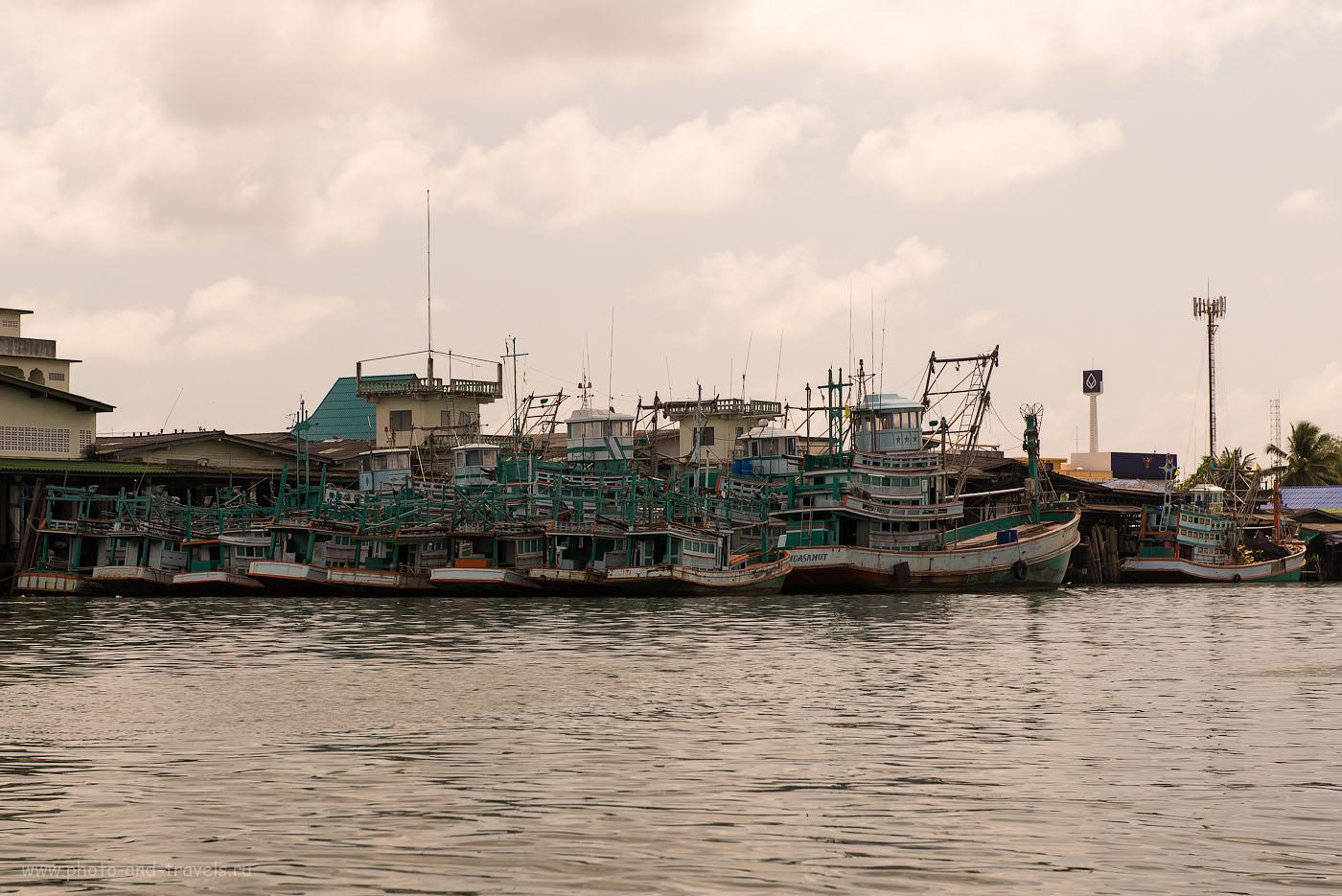 Фото 18. Полчища ржавых посудин в рыбацкой деревне в Тайланде. Не знаю, есть ли что интересного в Чумпхон, но в этом месте нам очень понравилось (320, 70, 8.0, 1/500)