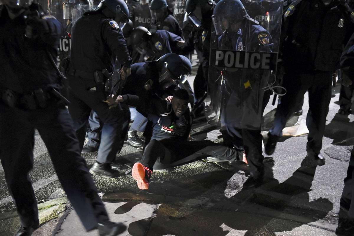 Конец полицейскому государству: Массовые протесты и уличные погромы в Балтиморе (США) (63)