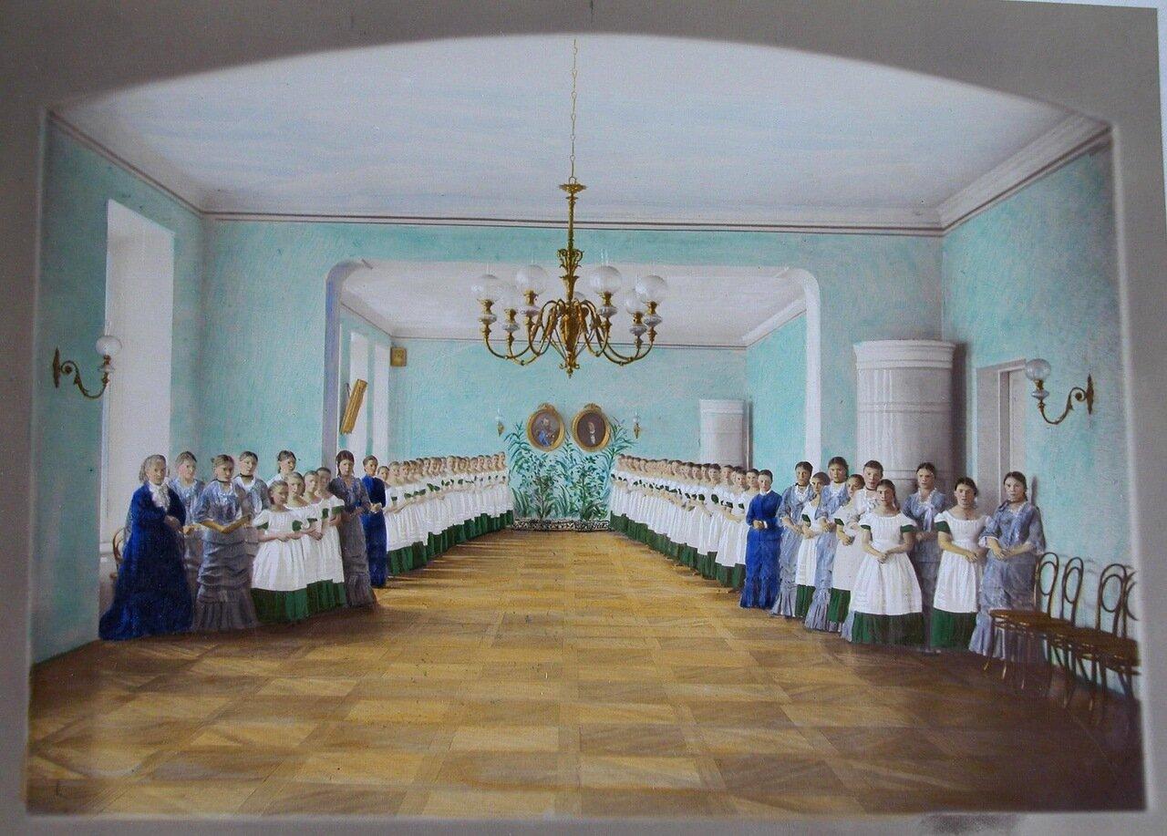 17. Воспитанницы и преподавательницы в актовом зале Николаевского женского училища