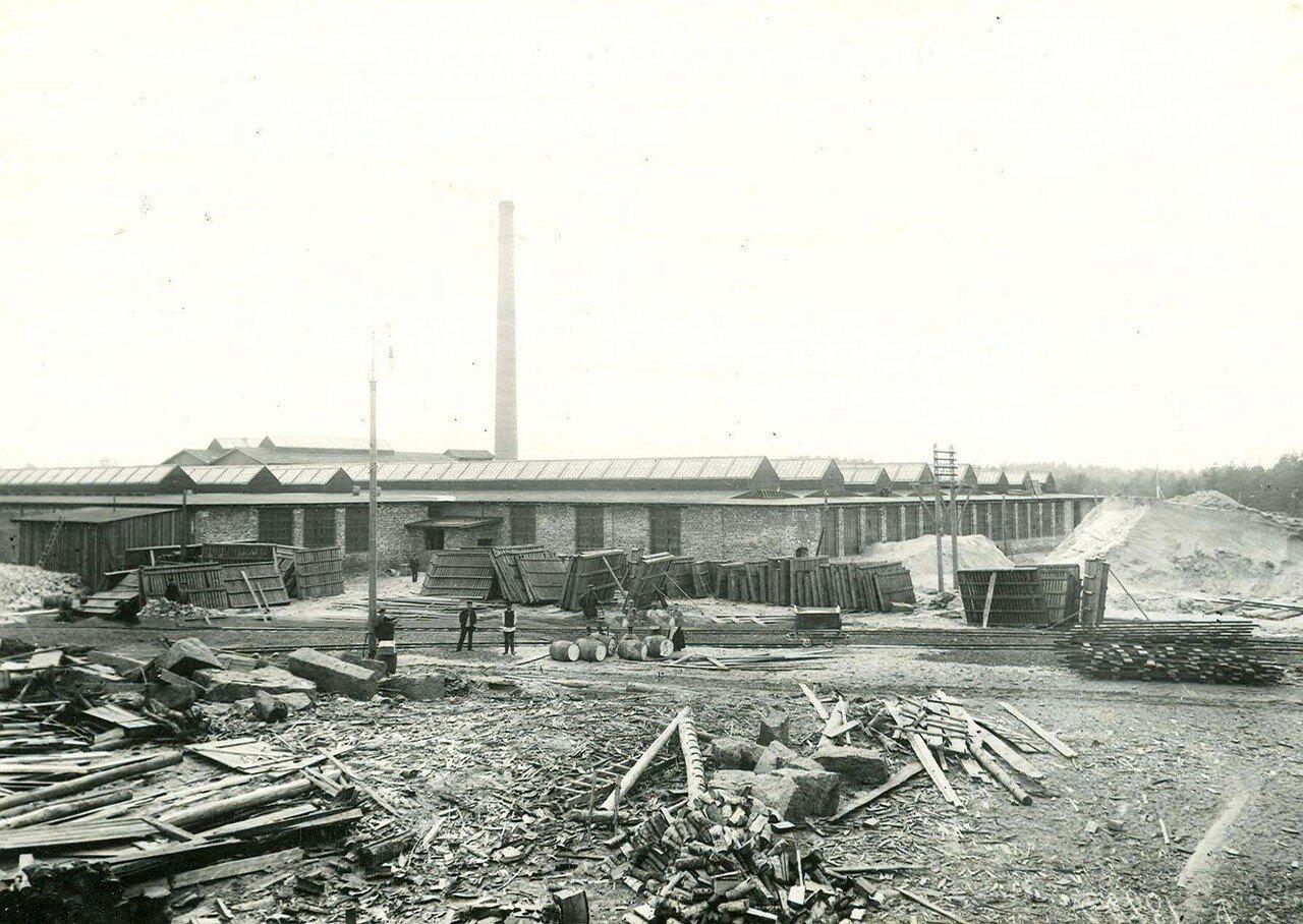 08. Вид заводского двора