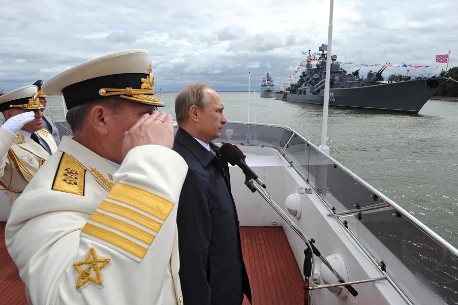 Путин в Балтийске 26.07.15 на Дне МВФ.png
