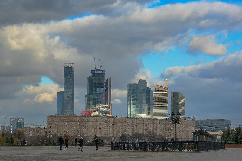 Вид на Москву-Сити с Поклонной горы.jpg