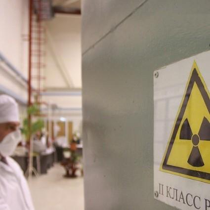 Операторская, откуда идет управление процессом производства порошка диоксида урана, из которого зате