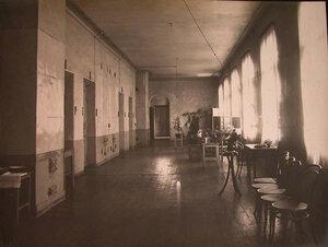 Вид части коридора в здании больницы.