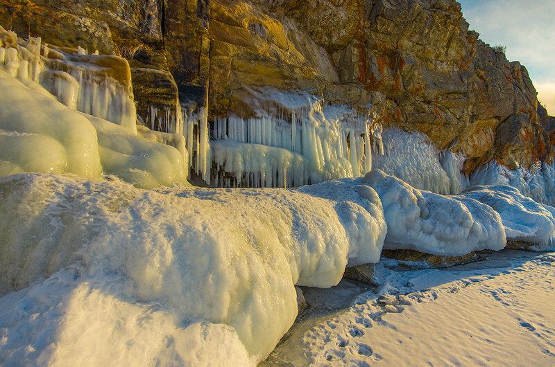 Ледяные фигуры Хужирского мыса