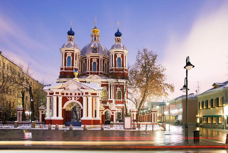 Москва. Климентовский храм. Раннее утро.