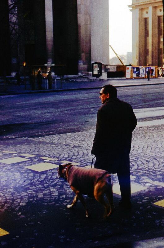 Парижанин с бульдогом.jpg