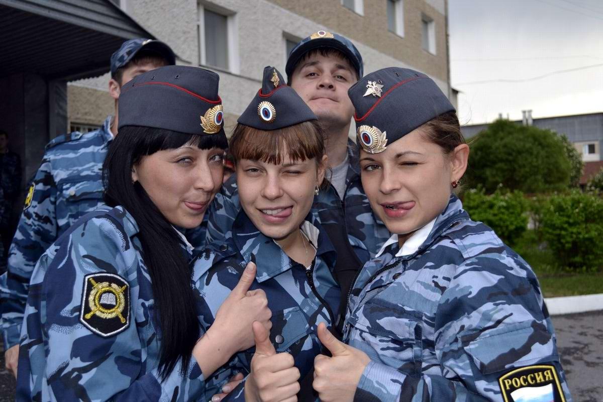 Моя милиция меня бережет: Лица девушек из российской полиции (91)