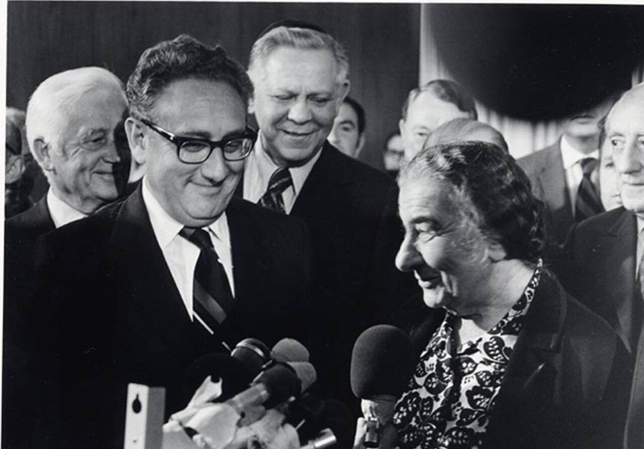 1974 Голда Меир с Генри Киссинджером на прощальном вечере в Израиле