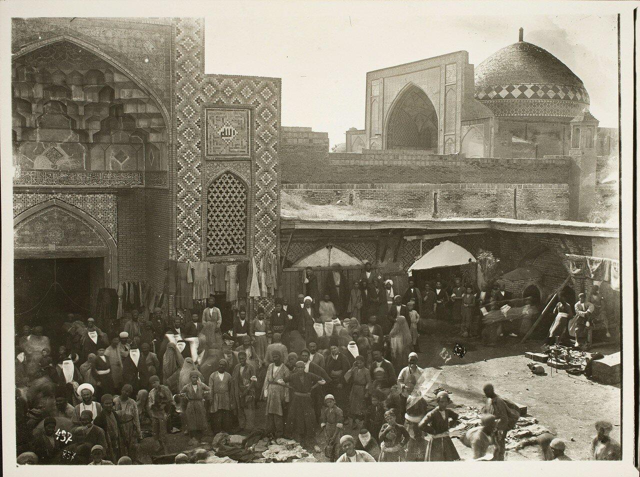 Казвин. Мечеть Имамзаде. Вид базара