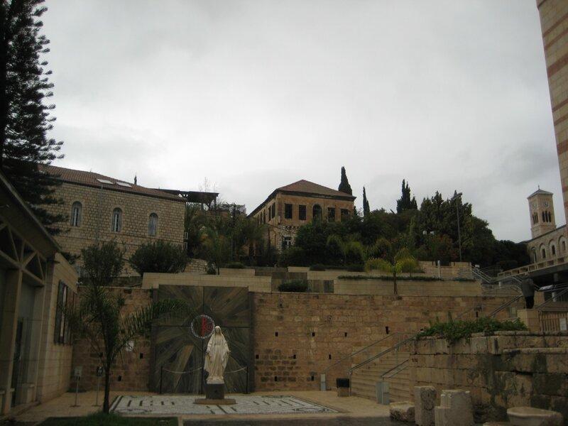 Израиль. Хайфа и Галилея - храм Благовещения двор