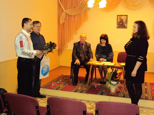 А.Брагину поздравляют коллеги из СЧХ