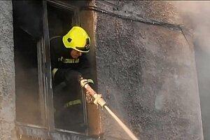 Пожарным в Молдове удалось спасти из огня четверо детей