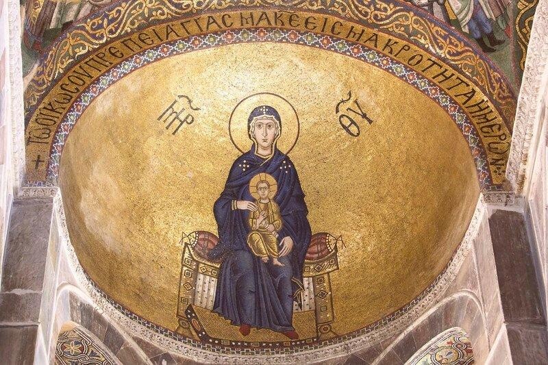 Богоматерь с Младенцем на троне. Мозаика монастыря Осиос Лукас (Преподобного Луки), Греция. 1030-е - 1040-е годы.