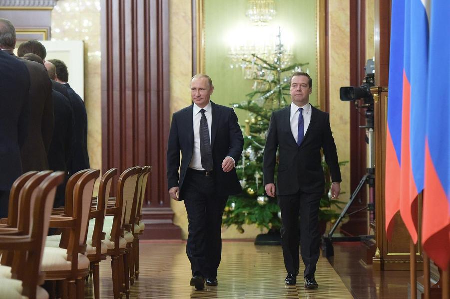 Путин и Медведев перед заседанием правительства 25.12.14.png