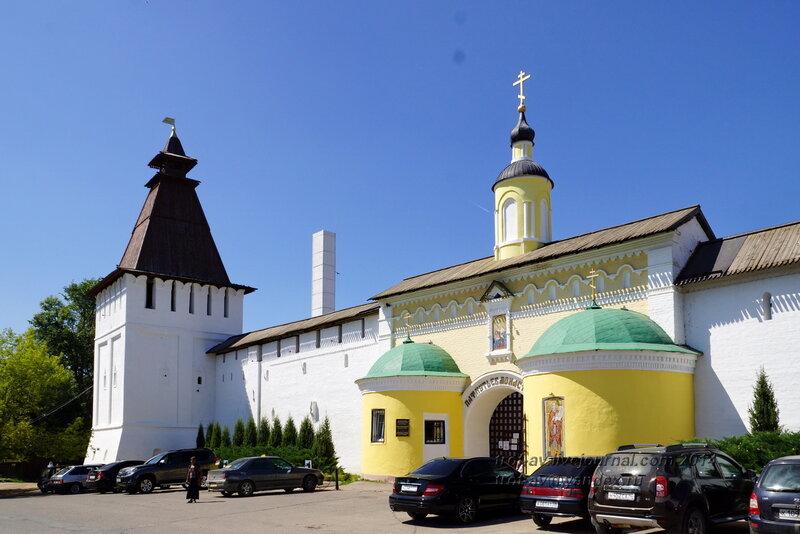 Поваренная башня и Святые (Проломные) ворота, Свято-Пафнутиев Боровский монастырь