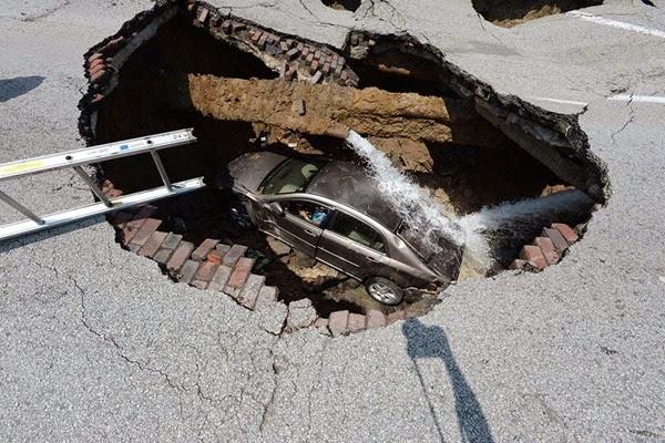Самые необычные и огромные ямы на дорогах во всем мире 0 12cf8a 34e18815 orig