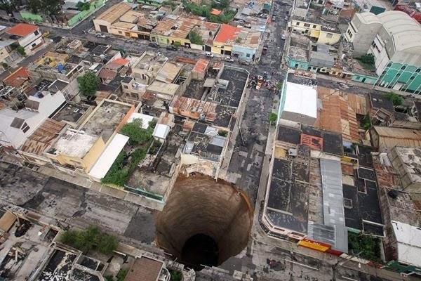 Самые необычные и огромные ямы на дорогах во всем мире 0 12cf94 f134d5c4 orig