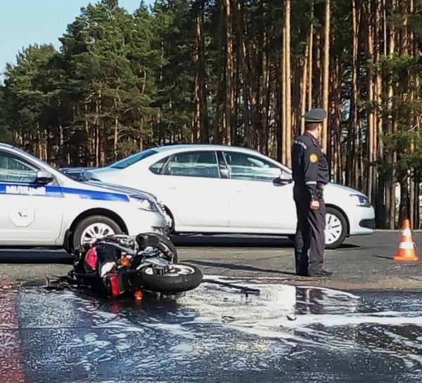 При столкновении мотоцикла с Renault в Гомеле погибли 2 человека