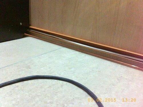 Напольные провода прячем в кабель-канал