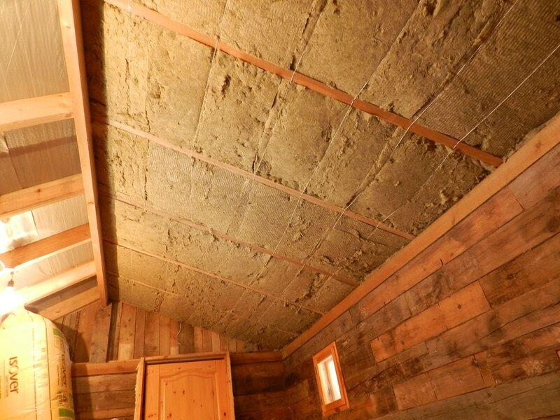 Утепление потолка курятника