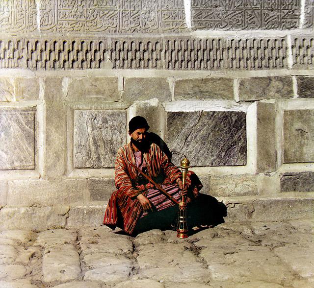 Man with a hookah, Samarkand, Uzbekistan, 1905-15. Photo by Sergei Prokudin-Gorsky..jpg