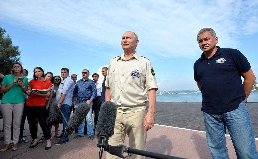 После погружения, Путин и Шойгу, 18.08.15.jpg