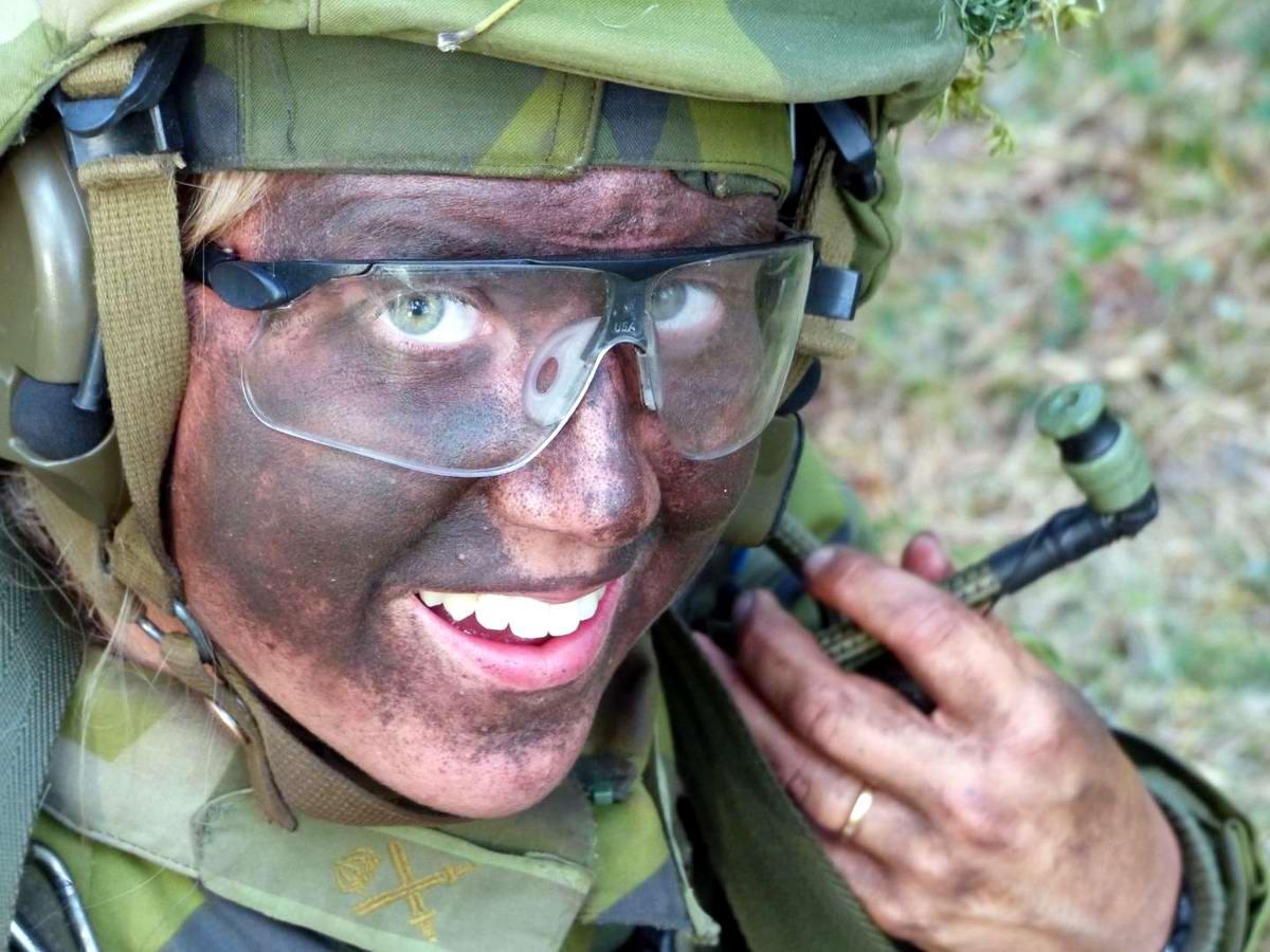 Очень грозная сила: Девушки в армейской униформе (30)