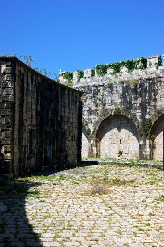Крепость Мамула - внутренний двор