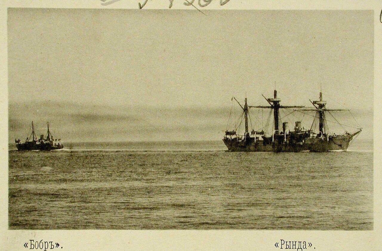 69. Канонерская лодка Бобр (слева) и Рында (справа) во время учений соединенной эскадры