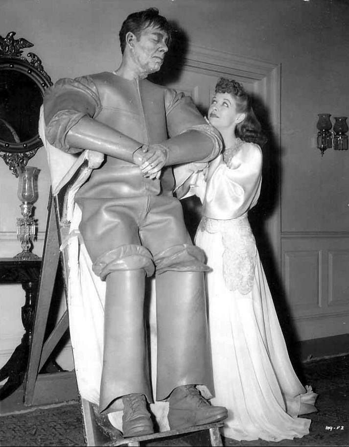 1941. Лон Чейни-младший и  Энн Нагель на съемках фильма «Монстр, рожденный людьми»