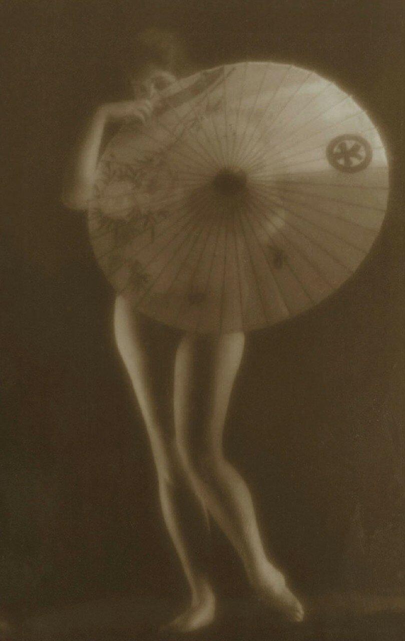 1926. Обнаженная с зонтиком