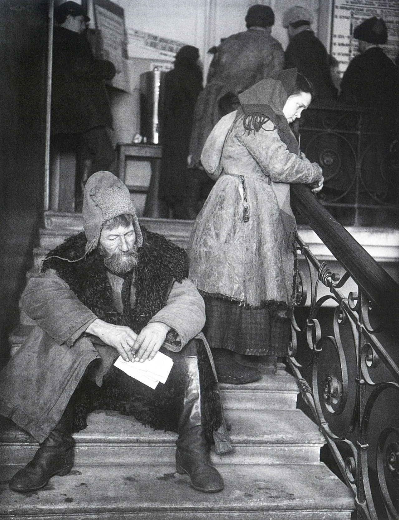 Peasant delegates in Mikhail Kalinin's waiting room; photo by Arkady Shaikhet, 1924.jpg