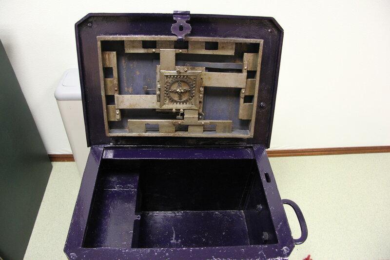 Старинный сейф в музее госбанка Омска